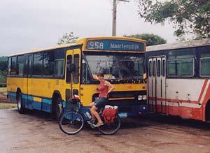 Nederlandse bus in de remise