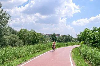 fietspad langs de Tiber in Rome