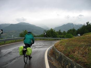 regenachtige heuvelroute