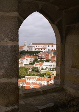 doorkijkje vanaf castel sao jorge